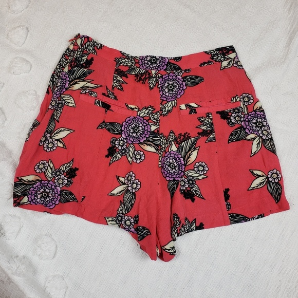 MINKPINK Pants - MINKPINK Urban  Outfitters Floral Shorts xs